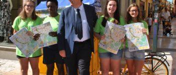 """Ass. Benetti incontra le ragazze impegnate nel progetto di informazione turistica """"On the road 2016"""""""