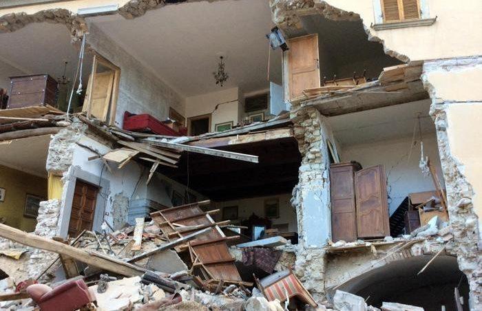 Forte terremoto tra Lazio e Marche, decine di morti ma si scava tra le macerie. Amatrice, Arquata e Pescara del Tronto distrutte
