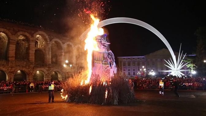 "Venerdì 6 gennaio tradizionale falò ""Brusa la Vecia"" in Piazza Bra"