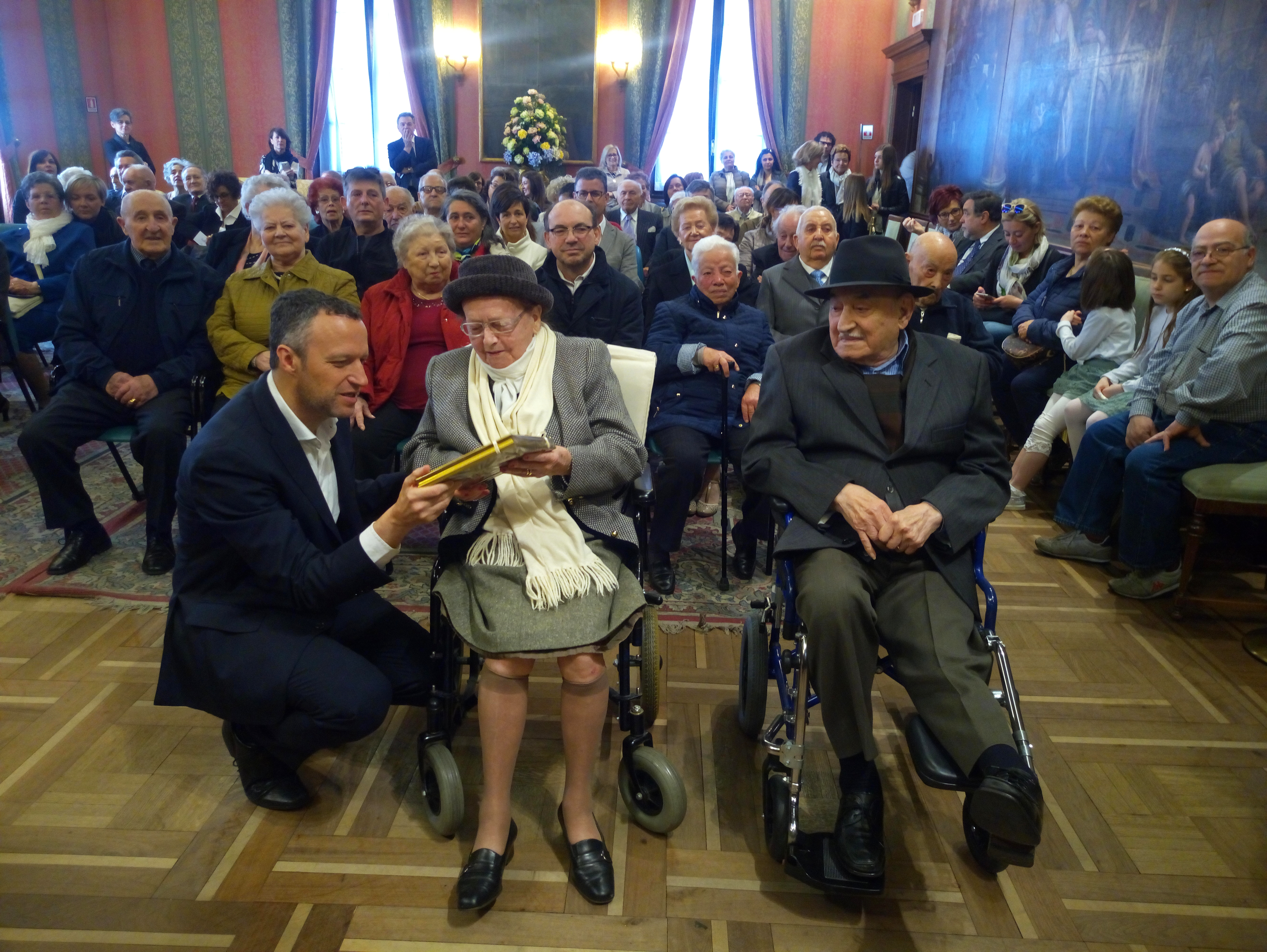 Anniversario Matrimonio 75 Anni.Anniversari Di Matrimonio Festeggia Coppia Per 75 Anno Di Nozze