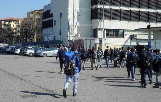 Piazzale Guardini presidiato già da diversi giorni. Nessun problema per la sicurezza