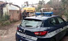 POLIZIA MUNICIPALE: INIZIATO A BRECCIA CAPPUCCINI ABBATTIMENTO CASE ABUSIVE OCCUPATE DA SPACCIATORI