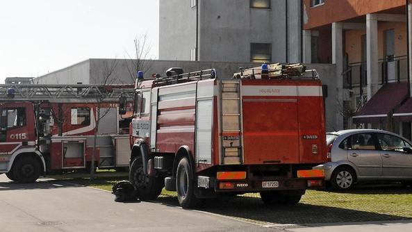 In fiamme casa a Verona, famiglia salvata