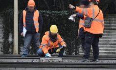 Treno deragliato, operai sorpresi al lavoro in area sequestrata