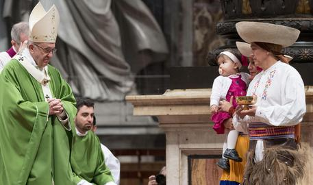 Migranti: oltre 15 mila minori soli. Papa: la paura è legittima ma non condizioni le scelte