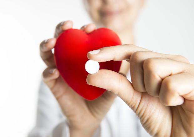 Dopo un infarto, le donne non ricevono lo stesso standard di terapie degli uomini