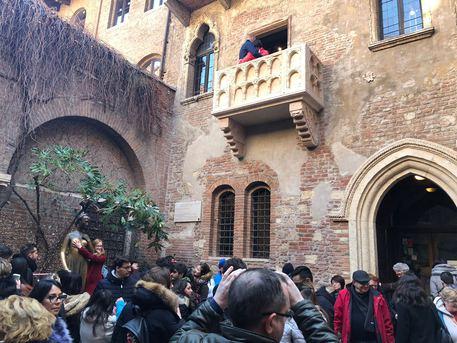 San Valentino: folla a Casa Giulietta
