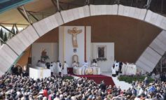 Papa Francesco nei luoghi di Padre Pio, prega a Pietrelcina poi vola a San Giovanni Rotondo