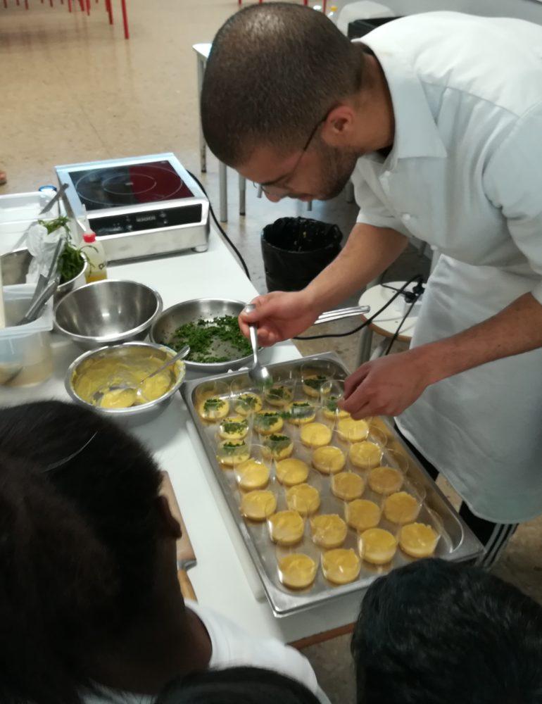 La lezione dello chef Perbellini alle scuole Lenotti per un'alimentazione sana e senza sprechi.