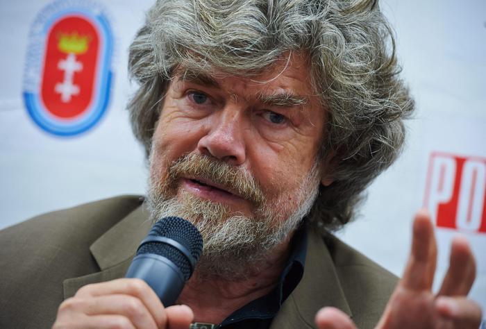 Messner, chiudere passi dolomitici