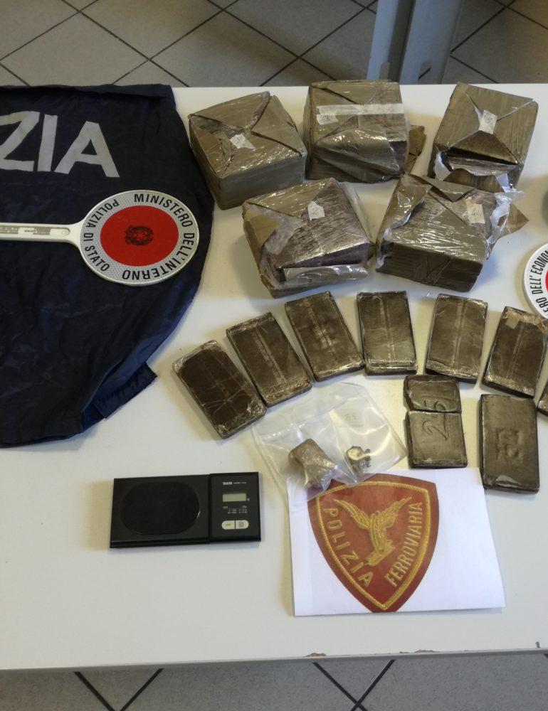 VERONA:  POLIZIA DI STATO GUARDIA DI FINANZA SEQUESTRANO 6 CHILI DI HASHISH. ARRESTATA VENTUNENNE ITALIANA.