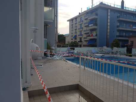 Cade poggiolo albergo a Jesolo