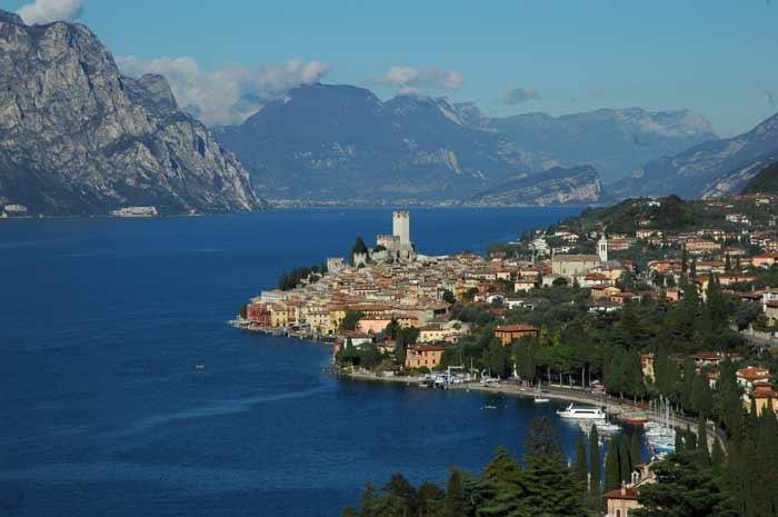 Arpav incontra la goletta dei laghi di Lagambiente a Bardolino sul Lago di Garda