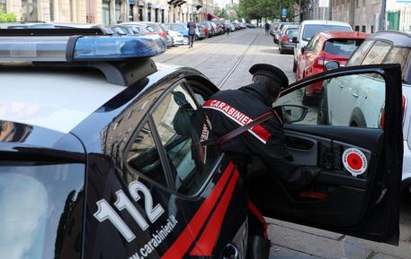 Tassista abusivo stupra una cliente 20enne a Milano, preso