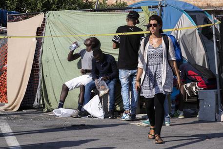 Migranti:vescovo,no ignorare loro disagi