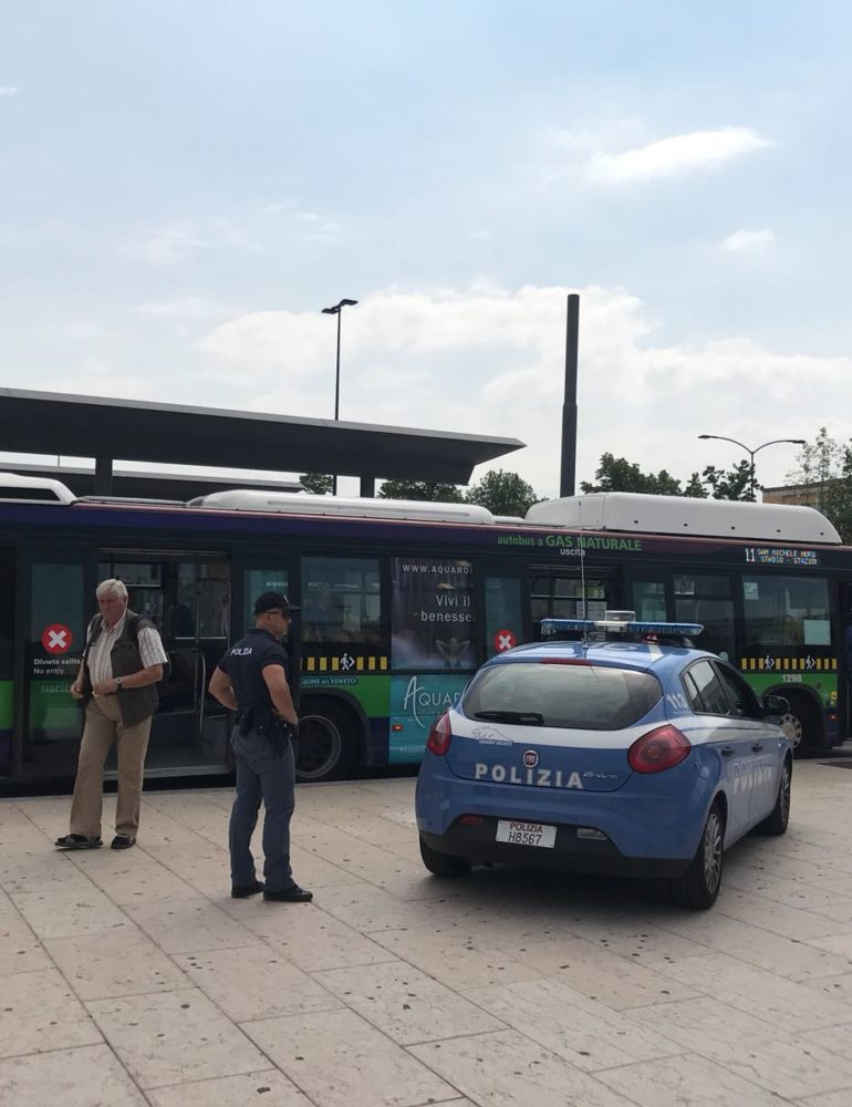 Verona, atti osceni in luogo pubblico. Gambiano denunciato ed espulso dal territorio nazionale