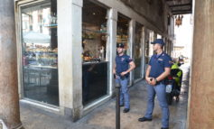 "Verona: furto al ""Bar Bloom"" in Piazza Erbe. La Polizia individua e denuncia il responsabile."
