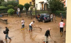 """Nubifragio zone est e ovest. Sboarina: """"Soccorritori sul posto in un'ora.  Quantità di pioggia imprevedibile. Oggi in tanti a spalare il fango dalle case in Lungadige"""""""