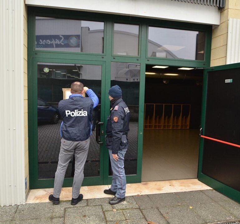 """La polizia di stato sospende l' attività al """"Veniceberg"""" di Via Torbido."""