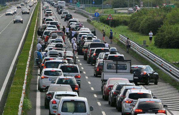 Primo weekend invernale di traffico intenso in A4 e A31  Attivato il piano di gestione delle emergenze
