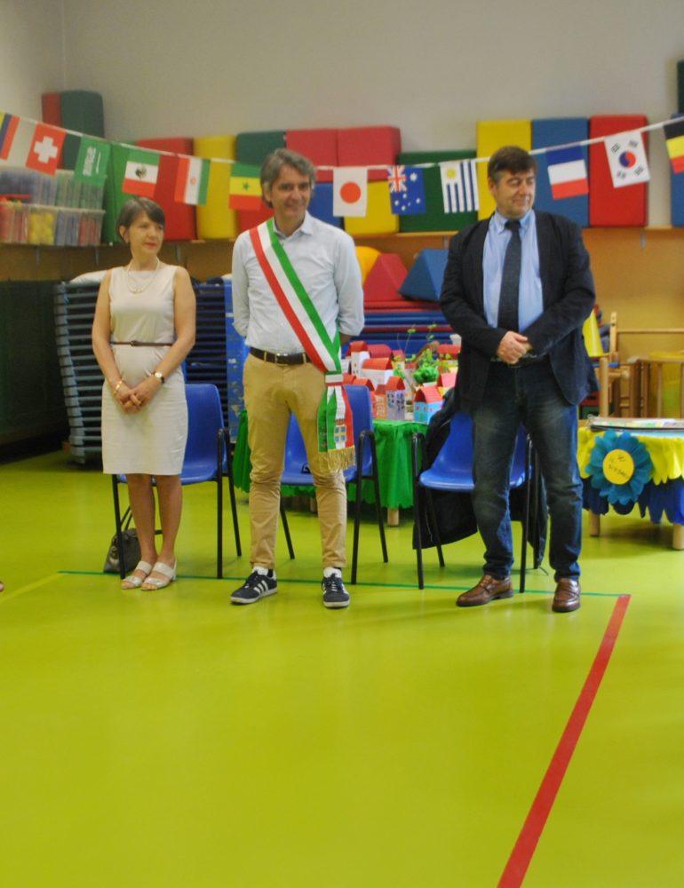 Sindaco e  Tricolore in visita ai bambini della scuola infanzia Dall'Oca Bianca