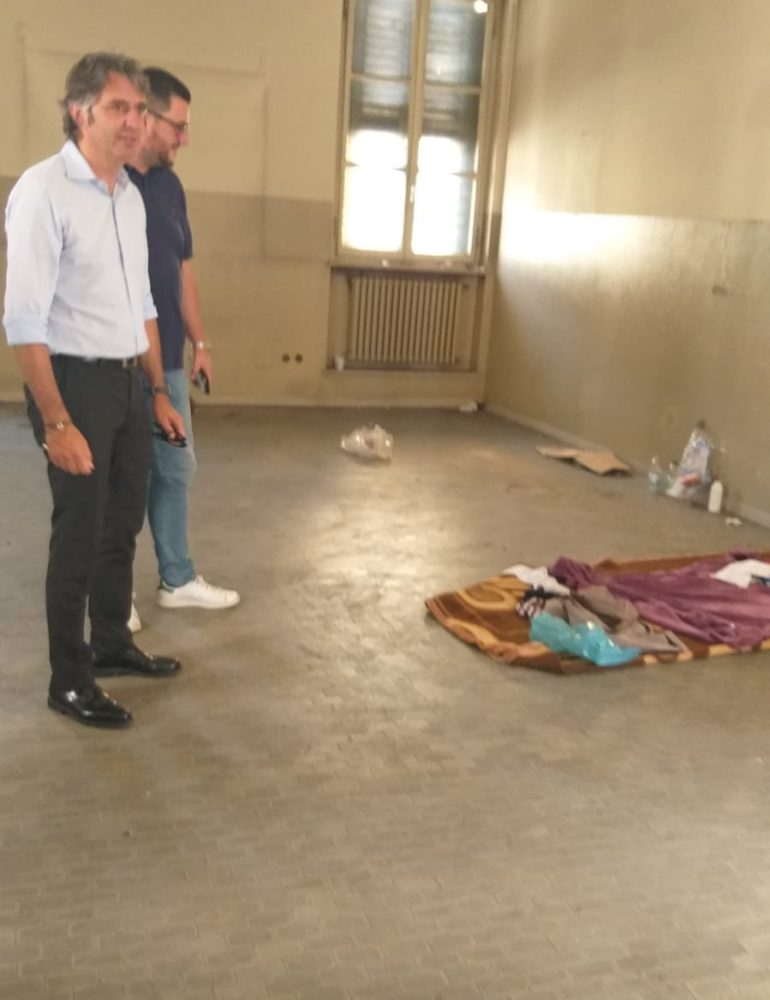 Palazzo Bocca Trezza. Una telefonata porta in pochi minuti al fermo di quattro occupanti abusivi
