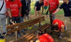 Giovani volontari al lavoro per riqualificare gli spazi cittadini. In una settimana 1.500 adesioni