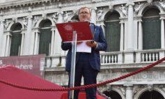 """Il sindaco Brugnaro alla cerimonia di consegna dei diplomi di laurea di Ca' Foscari a San Marco: """"Siate umili, curiosi, ma soprattutto originali"""""""
