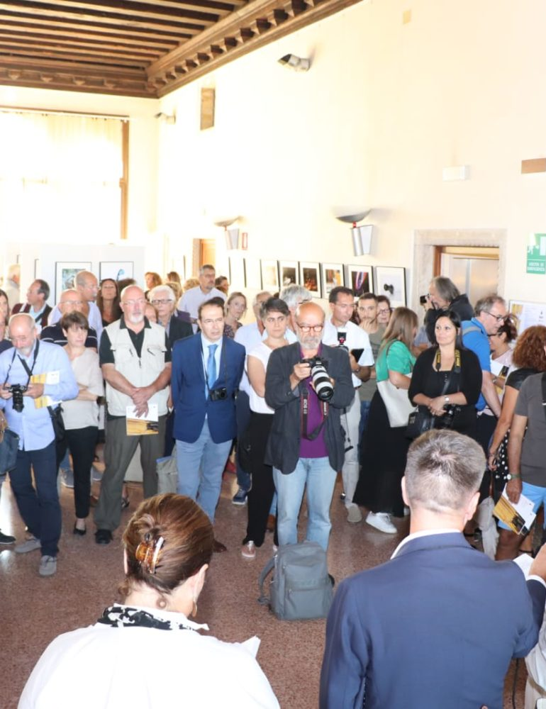 """The Venice Glass Week 2019: il presidente della IX Commissione consiliare Pellegrini all'inaugurazione della mostra fotografica """"Vetro comune denominatore"""""""