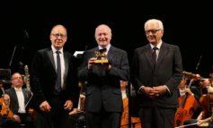 La presidente Pea alla consegna del Leone d'Oro alla carriera della Biennale Musica