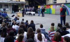 Gli alpini di Villafranca donano un DAE (defibrillatore automatico esterno) alle Cavalchini-Moro