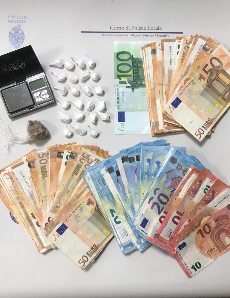 Polizia locale: arrestato a Favaro uno spacciatore con base operativa in un B&B