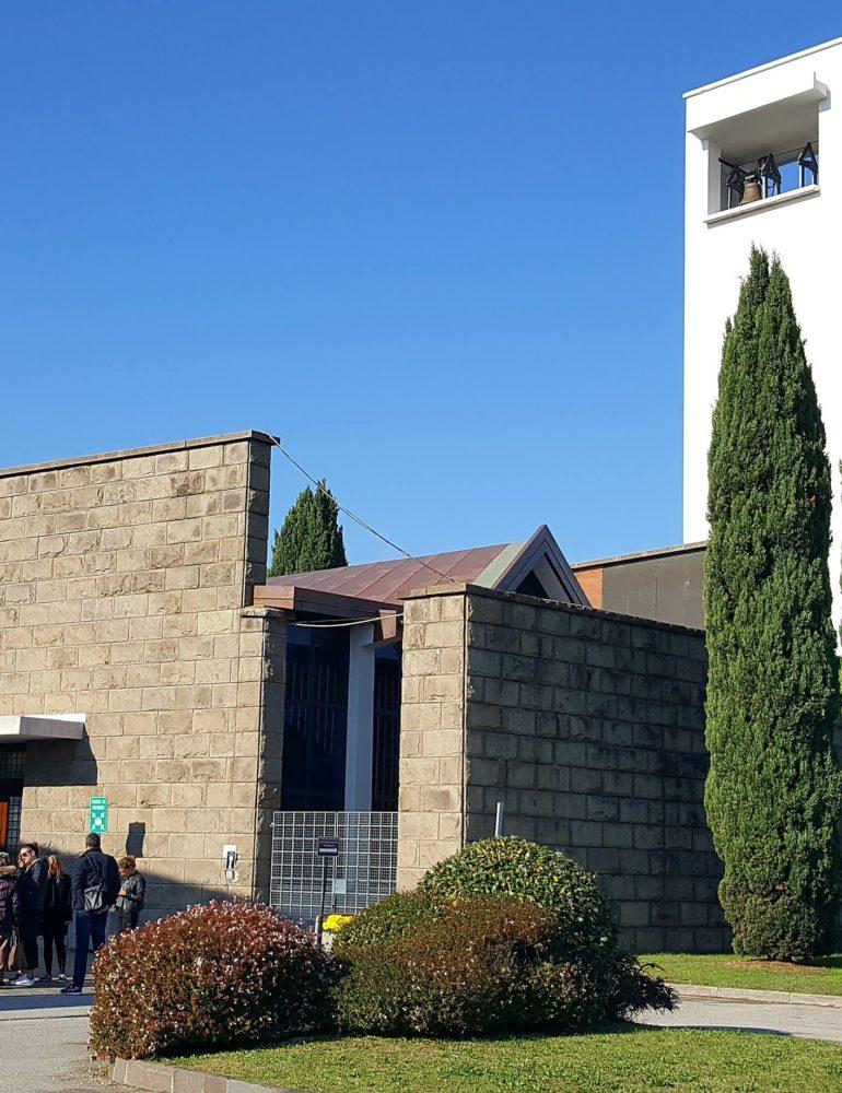 """Chiesa del cimitero di Marghera, fine dei lavori di ristrutturazione. Il sindaco Brugnaro: """"Come promesso è tornata a essere fruibile dalla comunità"""""""