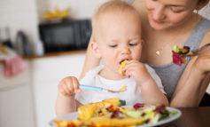 Bambini a tavola: Primi approcci col cibo