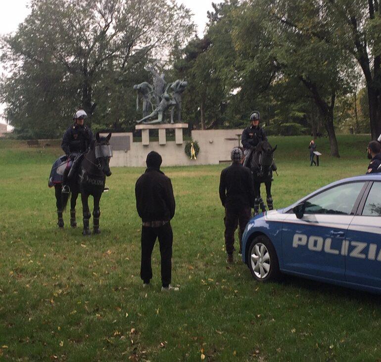 Pattuglie a Cavallo e cinofili della Polizia di Stato sui Bastioni: sequestrato un etto di droga.