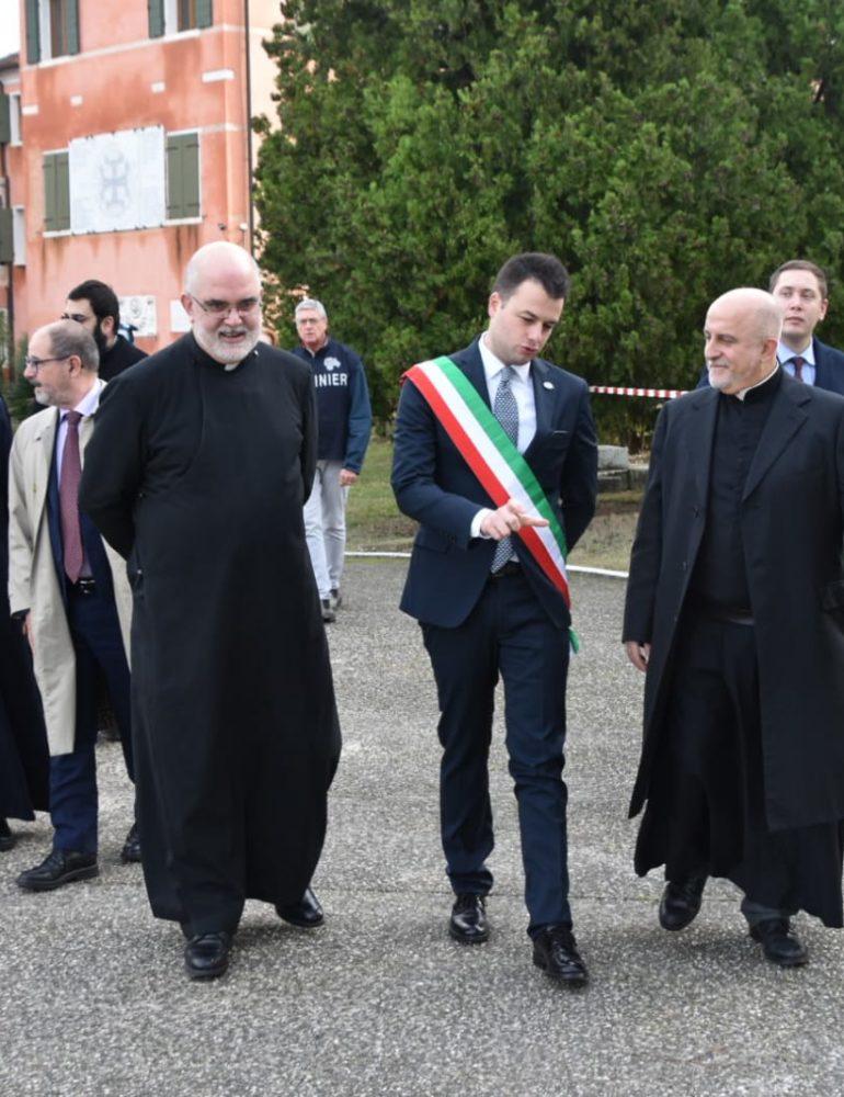 """Il primo ministro armeno al Monastero Mechitarista per constatare i danni subiti. L'assessore Venturini: """"Una visita simbolica che rinnova l'amicizia con l'Armenia. Profondamente dispiaciuti per i danni subiti dall'isola"""""""