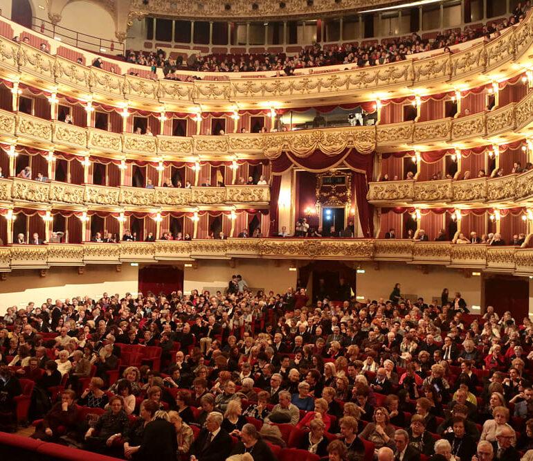 1° Concerto della stagione sinfonica 2020 di Fondazione Arena al Teatro Filarmonico. Mozart protagonista