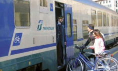 """""""In treno in bici"""". Anche nel 2020 l'iniziativa della Regione Veneto con sconti fino a 150 euro sull'abbonamento ferroviario per chi compra una bici pieghevole"""