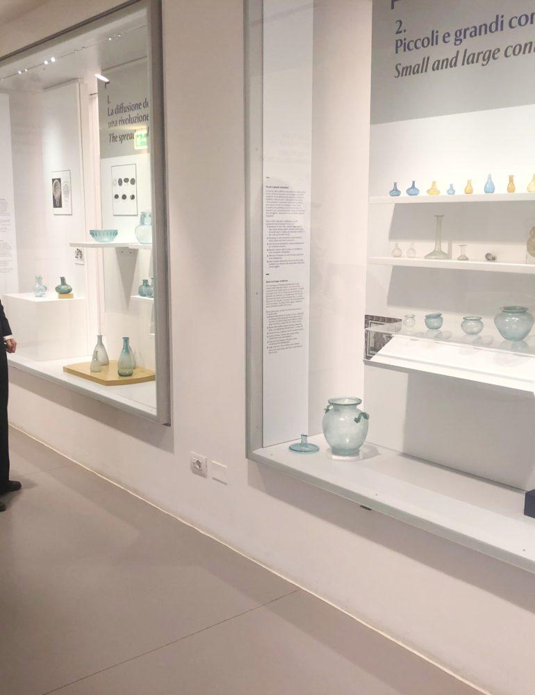 Il fascino dei vetri romani al Museo archeologico. In mostra oggetti dei depositi