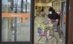 """Coronavirus, assalto ai supermercati. Conte, """"Non siamo in carestia alimentare"""""""