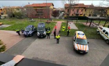 Il sindaco di Sona, Mazzi, porta il saluto agli anziani e ai lavoratori del Centro di Lugagnano (VR)
