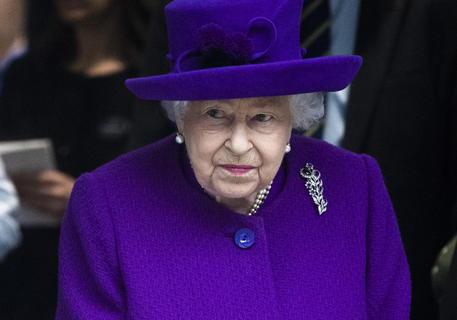 Regina Elisabetta: 'Serve autodisciplina'