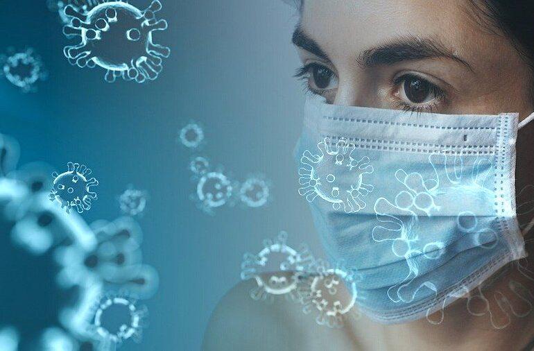 Il virus 'viaggia' nell'aria, l'Oms verso la revisione dell'uso delle mascherine. Guerra: 'Vaccino a inizio 2021'