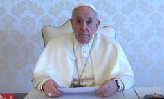 Papa: 'C'è anche chi approfitta del momento di dolore'
