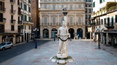 """Sboarina, """"A Verona passeggiate vietate. Non dobbiamo abbassare la guardia"""""""