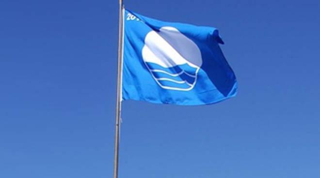 """Turismo. Bandiere blu, il Veneto a quota nove. Caner: """"Una certificazione di qualità ambientale che con la new entry di Porto Tolle premia tutta la costa veneta"""""""
