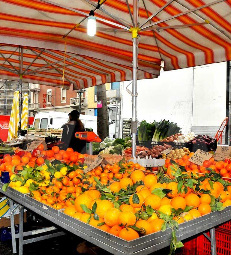 Coronavirus. Riaprono i banchi alimentari dei mercati di Madonna di Campagna e Porto San Pancrazio. Oggi torna il Km zero di Piazza Ioslo