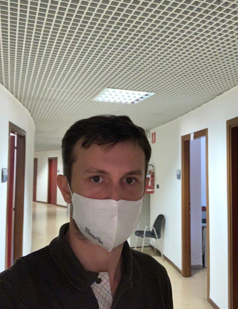 """Blitz di Benini a Palazzo Barbieri: nei corridoi senza mascherine. La sanificazione? Per il capo del personale """"non è necessaria"""". D'Arienzo: """"Nessuno sia mandato allo sbaraglio"""""""