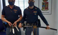 Verona. Coltelli da collezione, Katane e una granata: La Polizia di Stato sequestra armi detenute illegalmente in un appartamento di Via XXVIII Gennaio