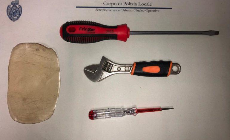 Polizia locale, fratelli ladri d'appartamento bloccati a Marghera con strumenti da scasso: uno dei due ha 11 anni